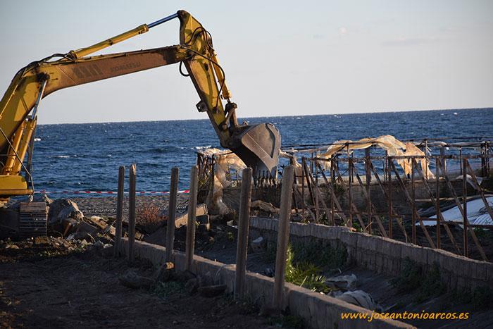 Destrucción de invernaderos en la costa de Granada, en El Pozuelo, La Rábita.