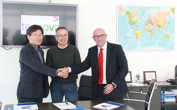 Firma del acuerdo entre Tecnova y el cluster de Corea del Sur.