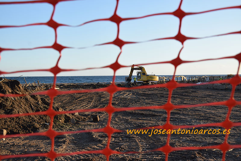 Las máquinas regresan a Granada para tirar otros 5 invernaderos