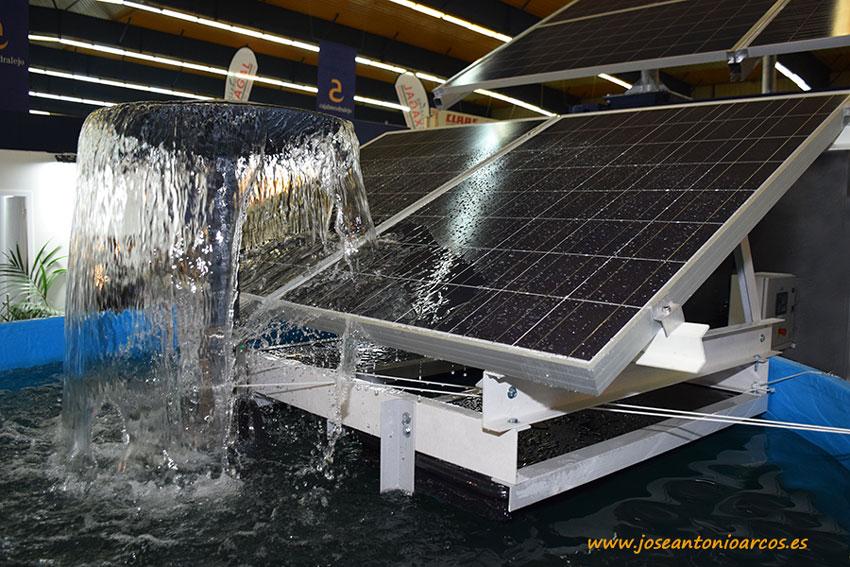 Paneles fotovoltaicos sobre balsas de riego agrícolas.