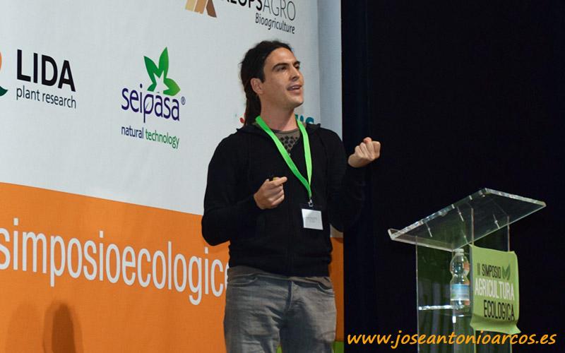 Microbiología. Marín Guirao durante su ponencia.