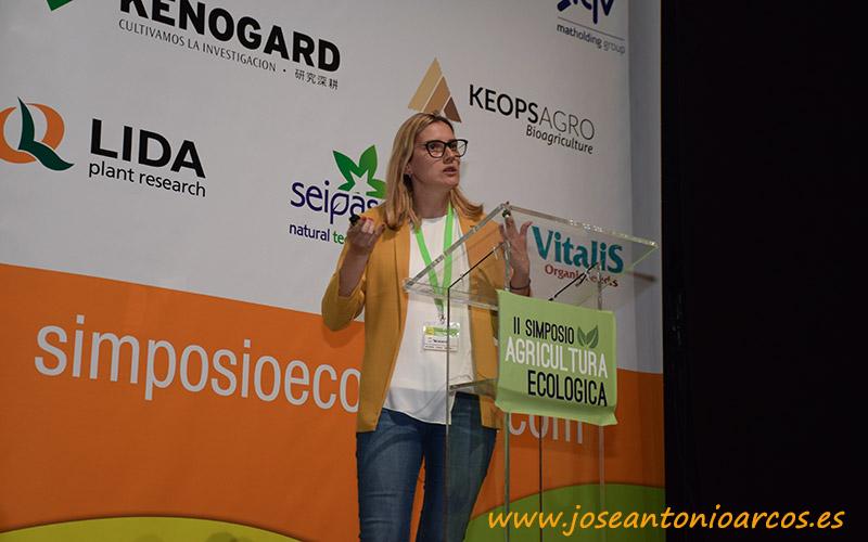 Patricia Rivas, responsable de I+D de Biocolor, durante el II Simposio de Agricultura Ecológica celebrado en El Ejido, Almería.