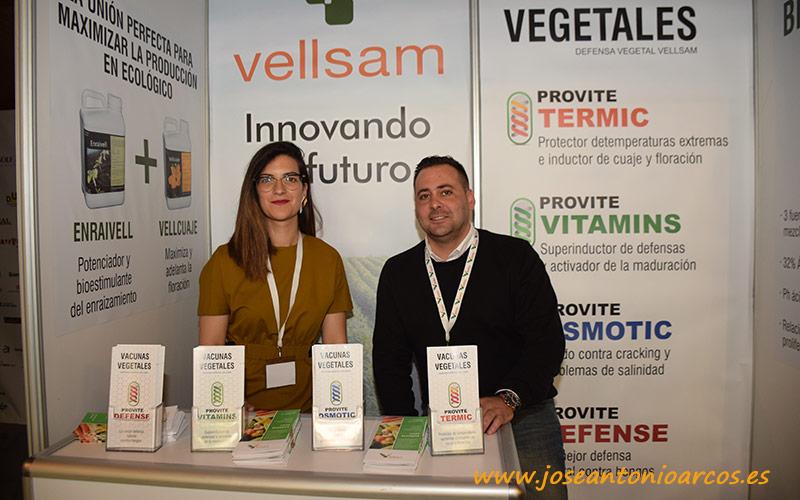 Gema Pérez y José Ángel Triviño en el expositor de Vellsam.