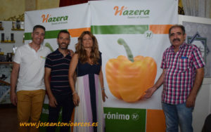 Ana Moreno, breeder de pimiento, con el agricultor Gabriel Milán.