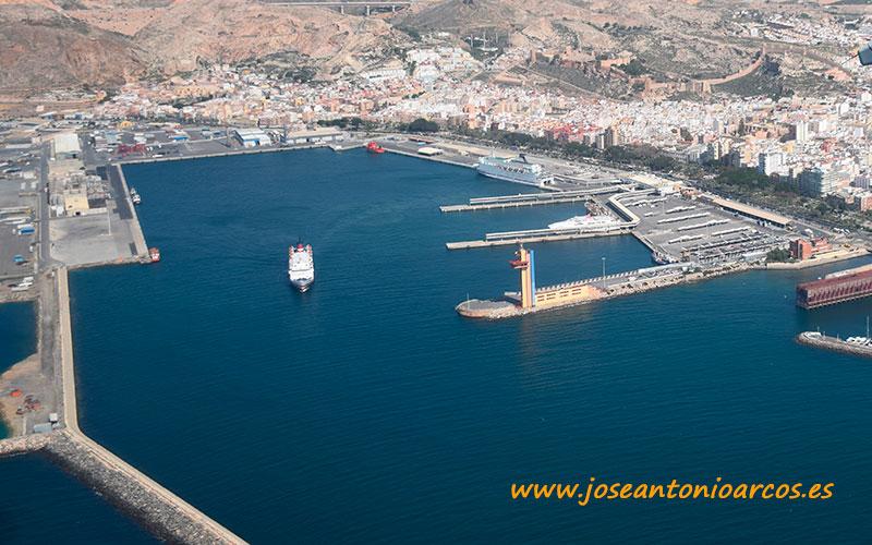 Maersk y Cosentino abren una línea de contenedores para exportar desde Almería