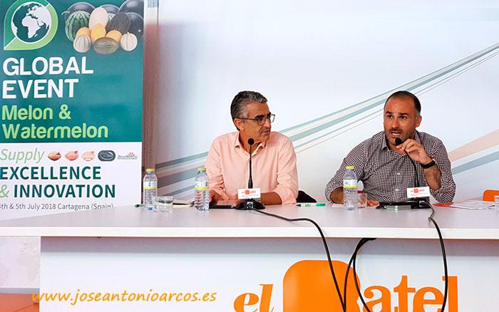 Miguel A. Bolaños, gestor de la categoría de frutas y hortalizas de la cooperativa Consum, y Roberto García Torrente, director de innovación agroalimentaria de Cajamar.