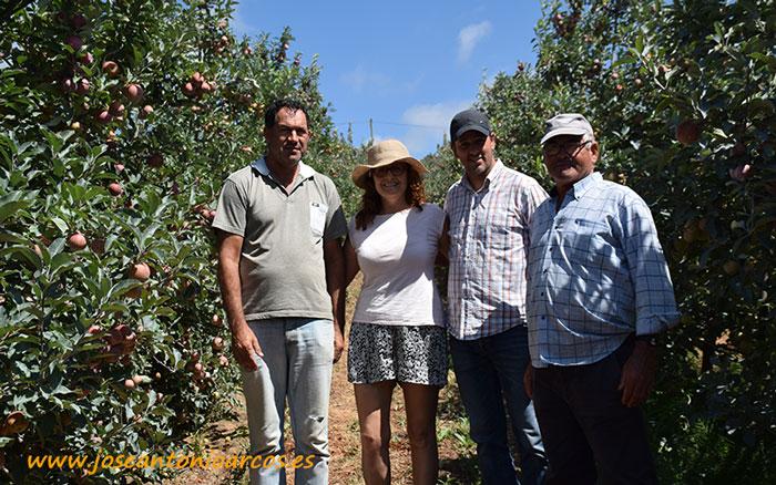 Ana Rubio en un finca de manzana gala junto a Joao José, Bruno Fernandes y Luis Perera.