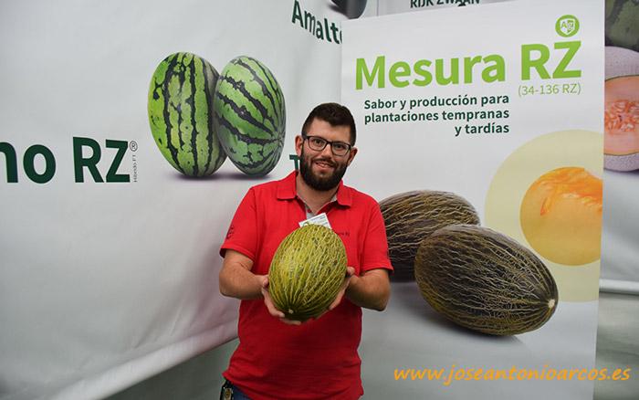 Antonio Solís con melón Mesura. Cerfasol. Rijk Zwaan.
