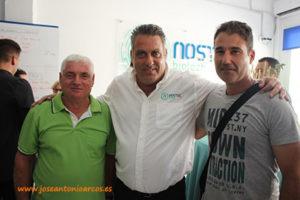 Guillermo Pérez y Manolo Úbeda con Manuel Entrambasaguas, de Nostoc.