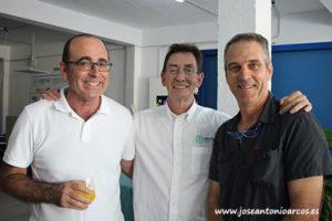 Jesús Fuentes y José Ortiz con Ángel Juárez, comercial Nostoc.