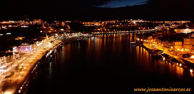 Río Duero a su paso por Oporto.