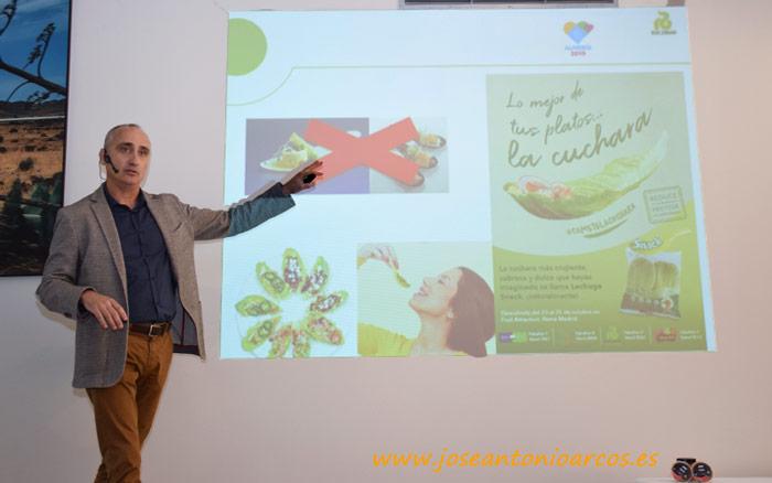 Alberto Cuadrado presenta la lechuga snack de Rijk Zwaan.