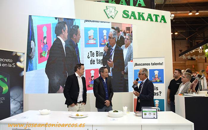 Los Hermanos Torres con Sakata.