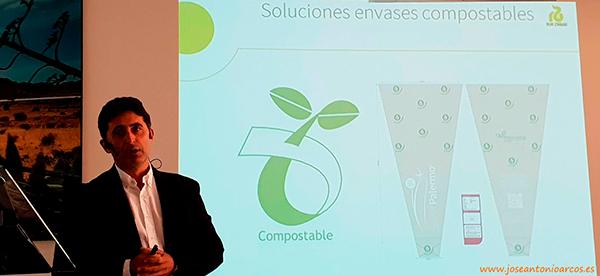 Ricardo Ortiz durante la presentación de este nuevo packaging en la Premiere de RZ en Almería.