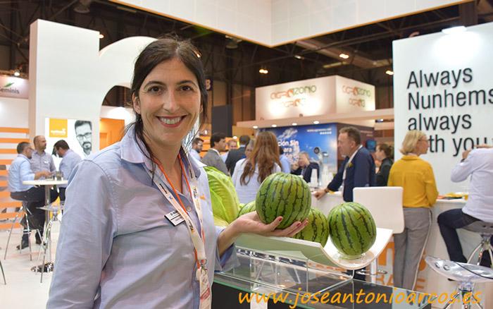 Elvira Vitores con la sandía Hiromi.