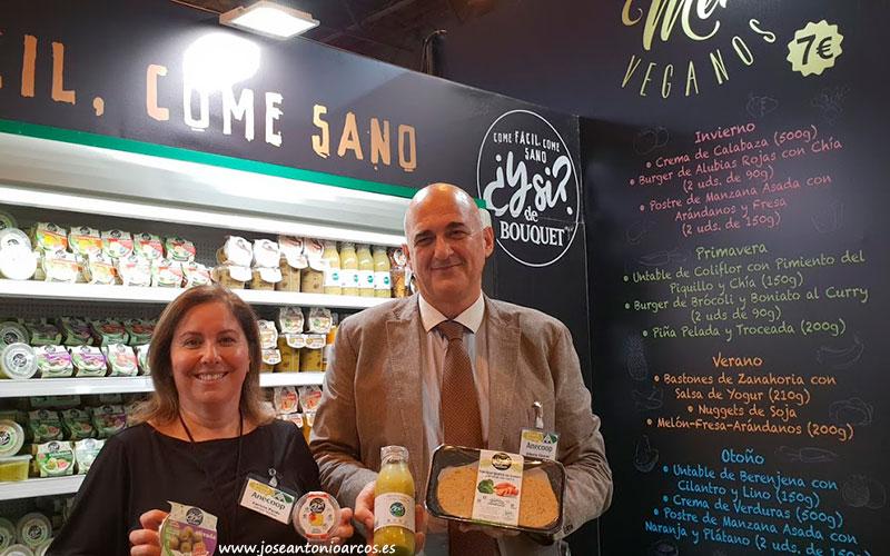 Carlota Pardo y Alberto Cáncer promocionan los menús veganos de Anecoop.