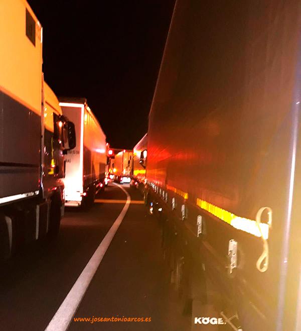 Camioneros españoles atrapados en las carreteras francesas.