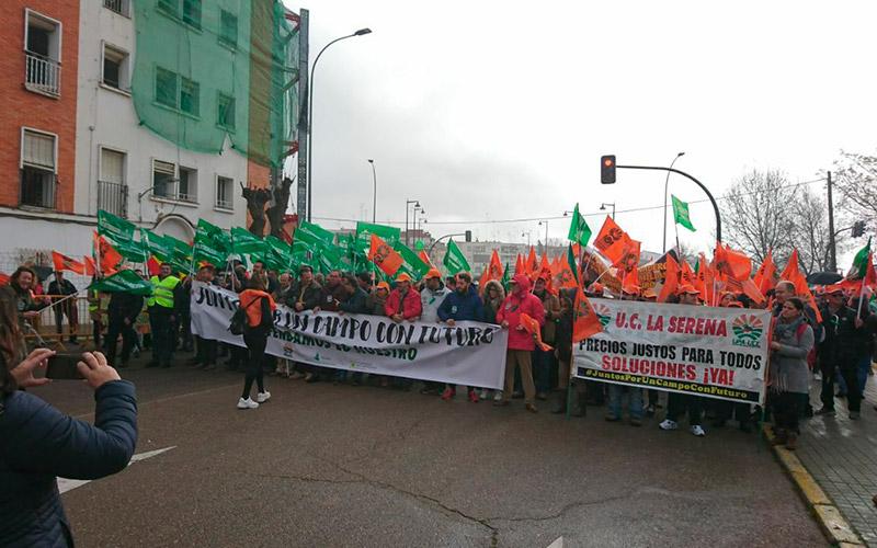 Agricultores extremeños reclaman en Badajoz precios justos.