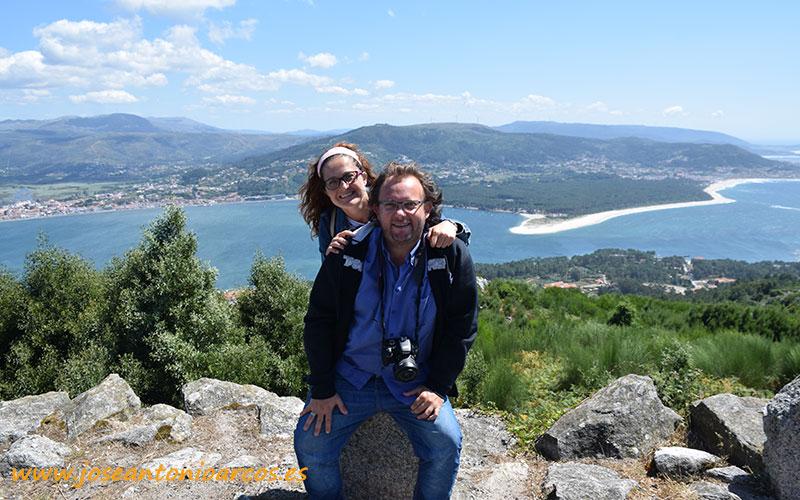 A la espalda el río Miño y al fondo Portugal.