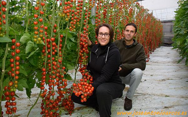 Agricultores de la costa de Granada: Isabel Antequera y Jerónimo Maldonado.