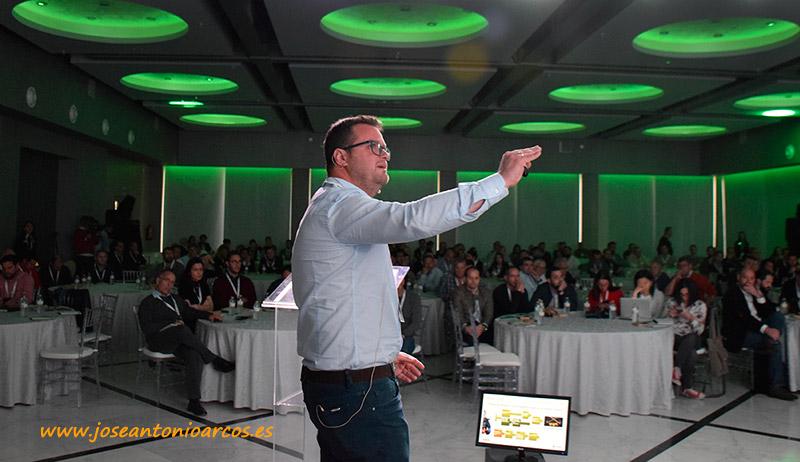 Víctor Domínguez, mejorador de pimiento. de Syngenta y Zeraim. - joseantonioarcos.es