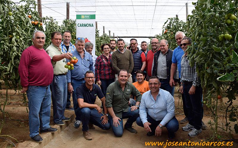 Agricultores en la jornada de Yüksel en Almería.