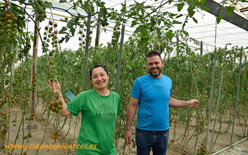 Modelo familiar agrícola en la costa de Granada. Alicia y Antonio. /joseantonioarcos.es