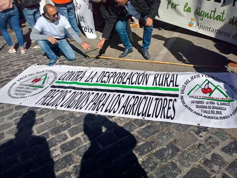Manifestación en Valencia en defensa de la citricultura española. Naranjas. - joseantonioarcos.es