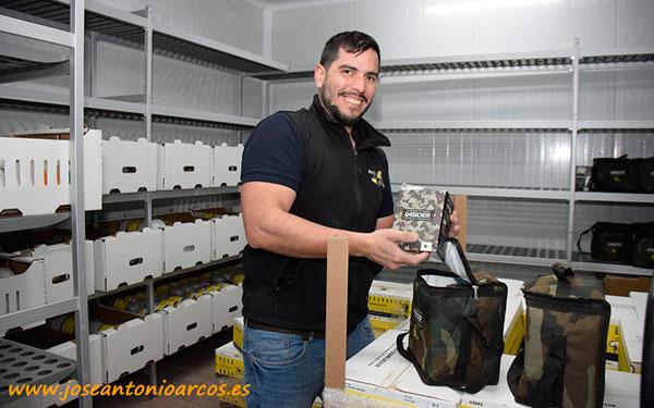 David García en la cámara de ácaros de Biosur. - joseantonioarcos.es