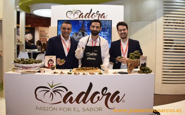 Equipo de HM Clause con tomate Adora. /joseantonioarcos.es