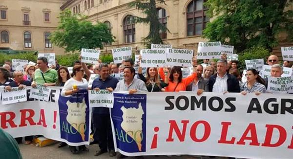 La Asociación de Agricultores Onubenses (AACO) protesta ante la Confederación Hidrográfica del Guadalquivir.