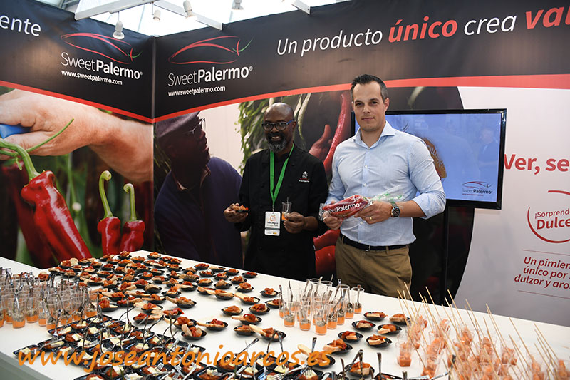 El chef SAK con Javier García, miembro del equipo de proyectos de cadena de Rijk Zwaan. /joseantonioarcos.es