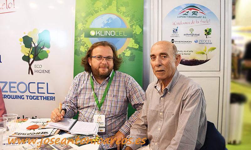 Con el maestro en el stand de Lupión y Rodríguez en la ya finalizada feria de Almería. /joseantonioarcos.es