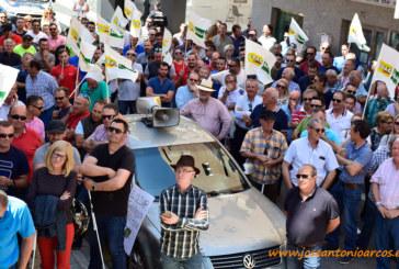 """""""Los agricultores no nos merecemos un ministro como Planas"""""""