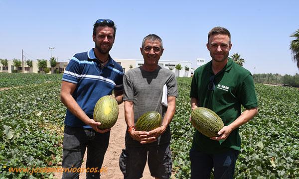 José Ramón Naranjo con José, de Ramafrut, y Vicente, de Vicente Peris. /joseantonioarcos.es