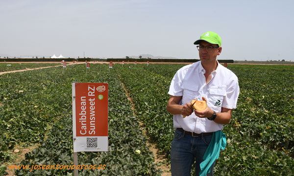 Diego Maestre con Caribbean SunsWeet. /joseantonioarcos.es