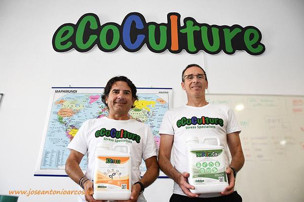 Javier Moreno y Miguel Ramos, en la oficina de Ecoculture situada en la Rambla Obispo Orberá de la ciudad de Almería. /joseantonioarcos.es