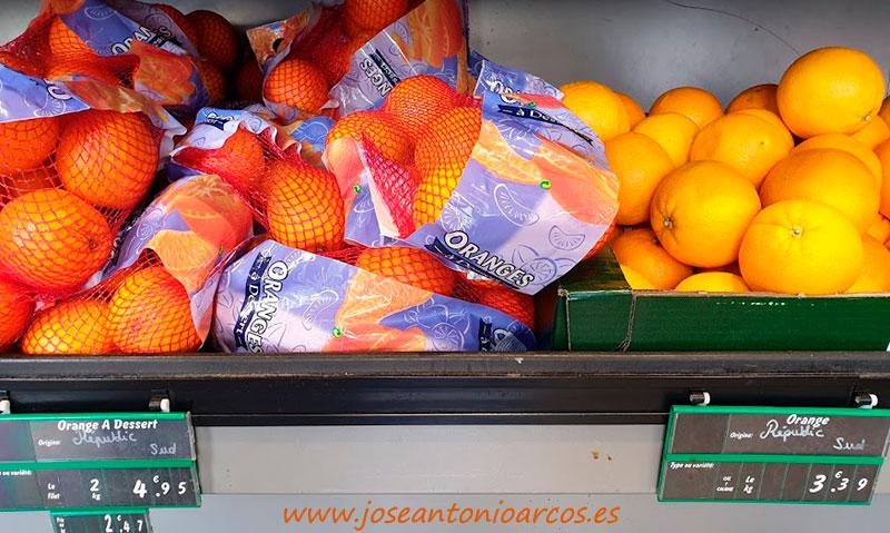 Cítricos sudafricanos en estantes de supermercados del sur de Francia durante este mes de julio de 2019. /joseantonioarcos.es