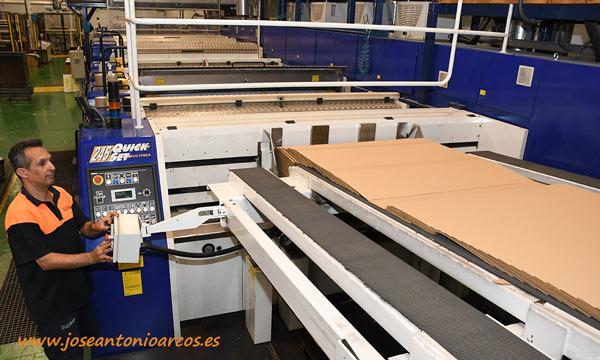 Maquinaria para cajas americanas. Cartonajes Santorromán. /joseantonioarcos.es