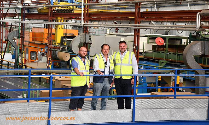 José Antonio Arcos, Leopoldo Santorromán y Joaquín Fernández, Uniq, en la fábrica Cartonajes Santorromán en Calahorra, La Rioja. /joseantonioarcos.es