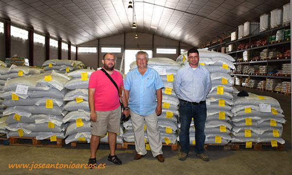 José Antonio Arcos con Julián Arnedo y Paco García en el centro de Ramiro Arnedo en Calahorra, La Rioja. /joseantonioarcos.es