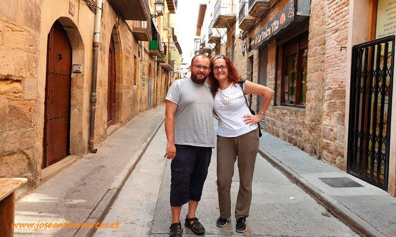 José Antonio Arcos y Ana Rubio en las calles de Olite, Navarra. /joseantonioarcos.es