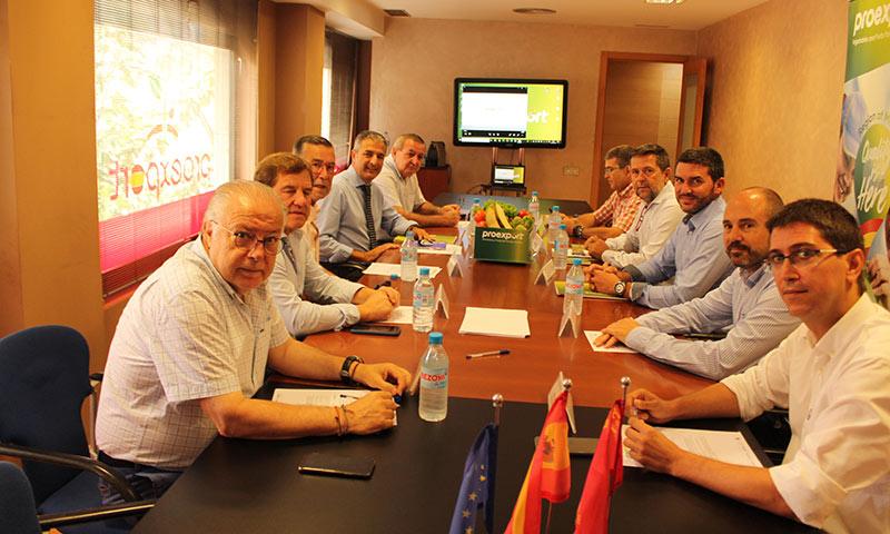 Reunión del nuevo consejero de Agricultura de Murcia, Antonio Luengo, con los empresarios de Proexport. /joseantonioarcos.es