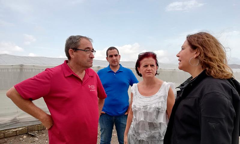 Miembros de Asaja-Almería con la consejera andaluza de Agricultura, Carmen Crespo. /joseantonioarcos.es
