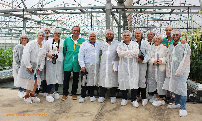 Durante la visita al centro de producción de Llavaneras. /joseantonioarcos.es