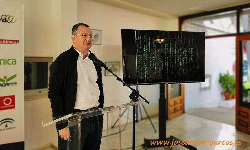 Juan Carlos Pérez Mesa, profesor de la Universidad de Almería en las Jornadas de Pimiento Temprano de Dalías. /joseantonioarcos.es