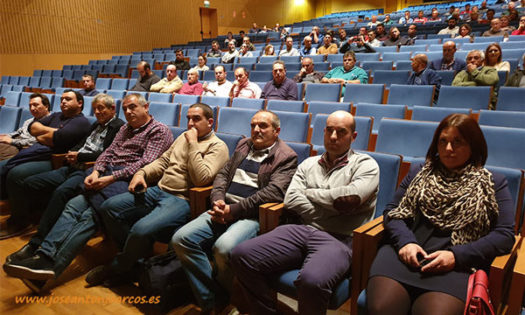Agricultores almerienses reunidos por la crisis de precios y la manifestación del 19 de noviembre en Almería. /joseantonioarcos.es