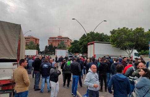 Agricultores protestan por la crisis del sector en Almería. /joseantonioarcos.es