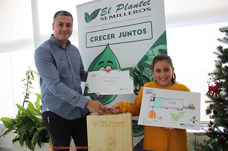 Carolina García, ganadora del concurso de dibujos escolares de El Plantel Semilleros. /joseantonioarcos.es