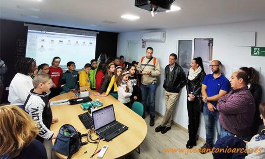Alumnos del colegio de Vícar García Lorca en las instalaciones de la empresa Biosur. /joseantonioarcos.es